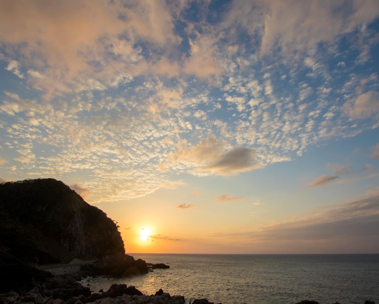コバルトブルーの海が広がる島で、秋の味覚を堪能〈神津島〉